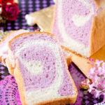 淡いパープル 紫芋餡の渦巻きブレッド