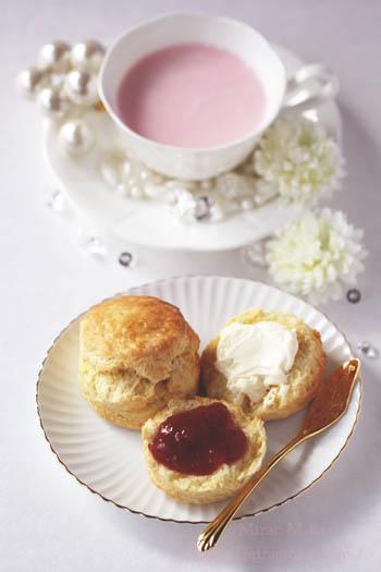 イングリッシュスコーンwithクロテッドクリームと苺ジャム-2