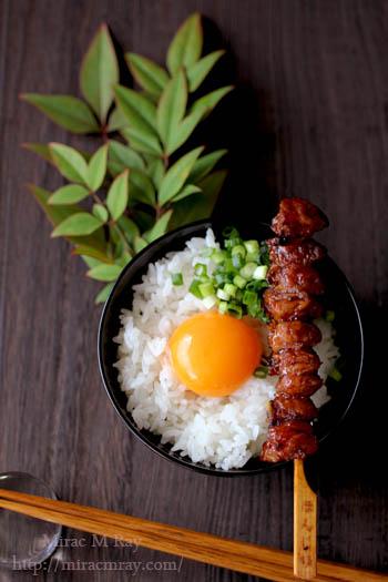 焼き鳥のせ卵かけご飯-1