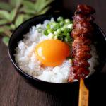 焼き鳥のせ卵かけご飯【レシピ】