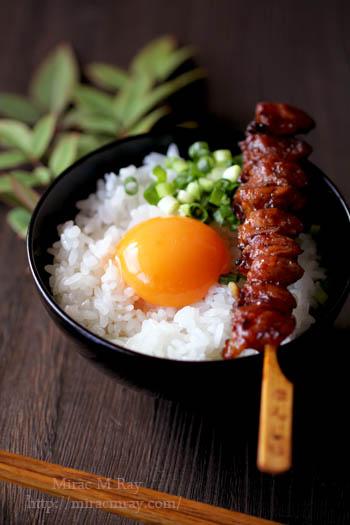 焼き鳥のせ卵かけご飯-2