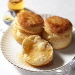 【レシピ】強力粉50%ふんわりプレーンスコーンビスケットとメープルシロップ