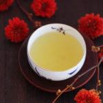 秋の夜長。菊と深蒸し緑茶
