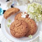 春の花に囲まれたブラックドット柄のお部屋でザクザクピーナッツクッキー