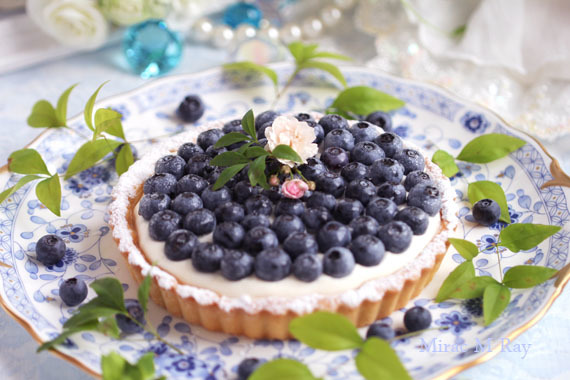 青紫色の果実が愛らしい生ブルーベリーチーズクリームタルト