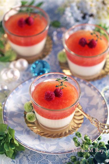 ピンクグレープフルーツゼリーとミルクプリンの2層グラスデザート