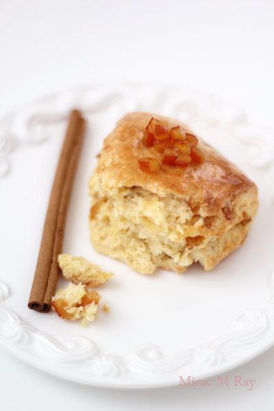 オレンジシナモンカスタードスコーン【レシピ】割ってみると中はこんな感じです。