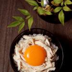 ほぐしゆで鶏たまごかけご飯【レシピ】