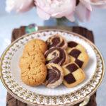 チェック柄マーブル柄バニラ&ココアクッキーとピーナッツクッキーのアソートメント