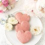 【レシピ】苺らしい愛らしさ。ハート形サブレフレーズ(ストロベリーアイシングクッキー)