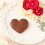 【レシピ】背伸びした大人のほろ苦さ。ハート形サブレショコラ(チョコレートクッキー)