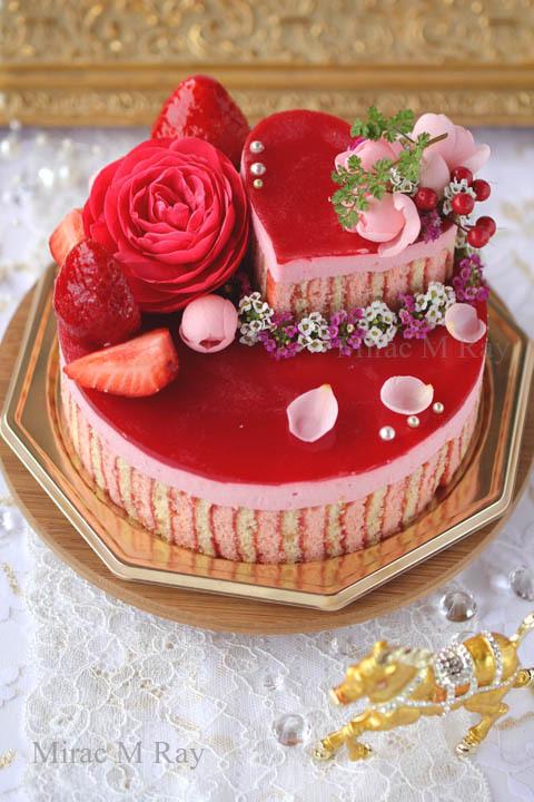 ストライプ2段ラズベリーホワイトチョコレートムースケーキ・アントルメ
