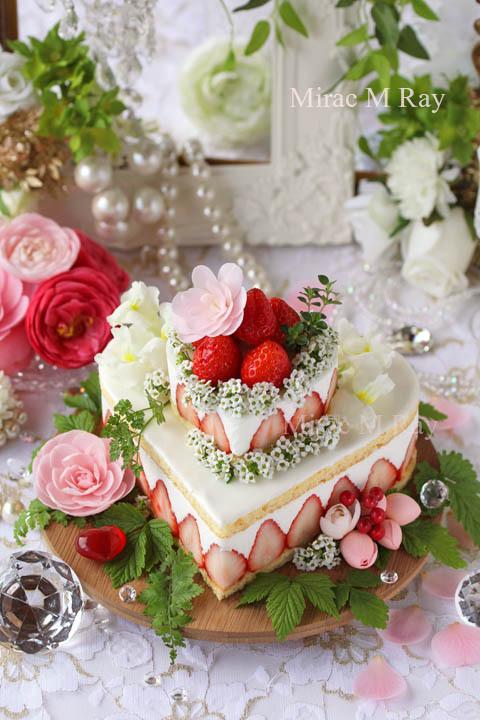 プリンセス風2段ハート型苺&バニラヨーグルトムースケーキ・アントルメ15cm