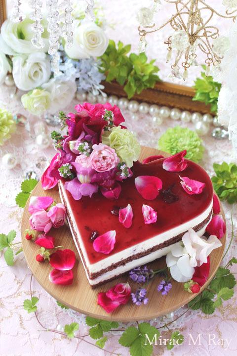 ブラックフォレスト風ハート形チョコスポンジ×チェリージュレ×カスタードババロアのケーキ・アントルメ