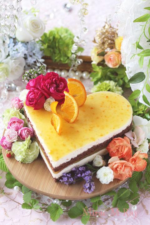 爽やかな初夏ハート形チョコレート×オレンジカスタードババロアのアントルメケーキ