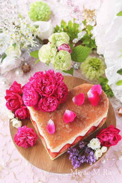 ハートフレジエ風薔薇と苺のカスタードババロアアントルメケーキ