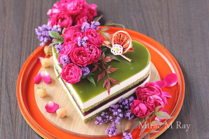 和風ハート抹茶、つぶ練りようかんとカスタードババロアのアントルメ・ケーキ