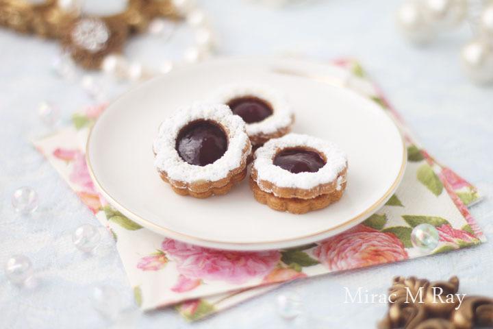 【レシピ】小さなリンツァークッキー(ラズベリージャムサンドクッキーver.)菊形